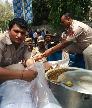 In pictures: Feast for Delhi Police after MCD election duty toil